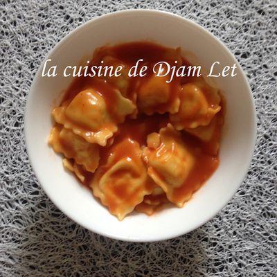 Ravioli au fromage en sauce