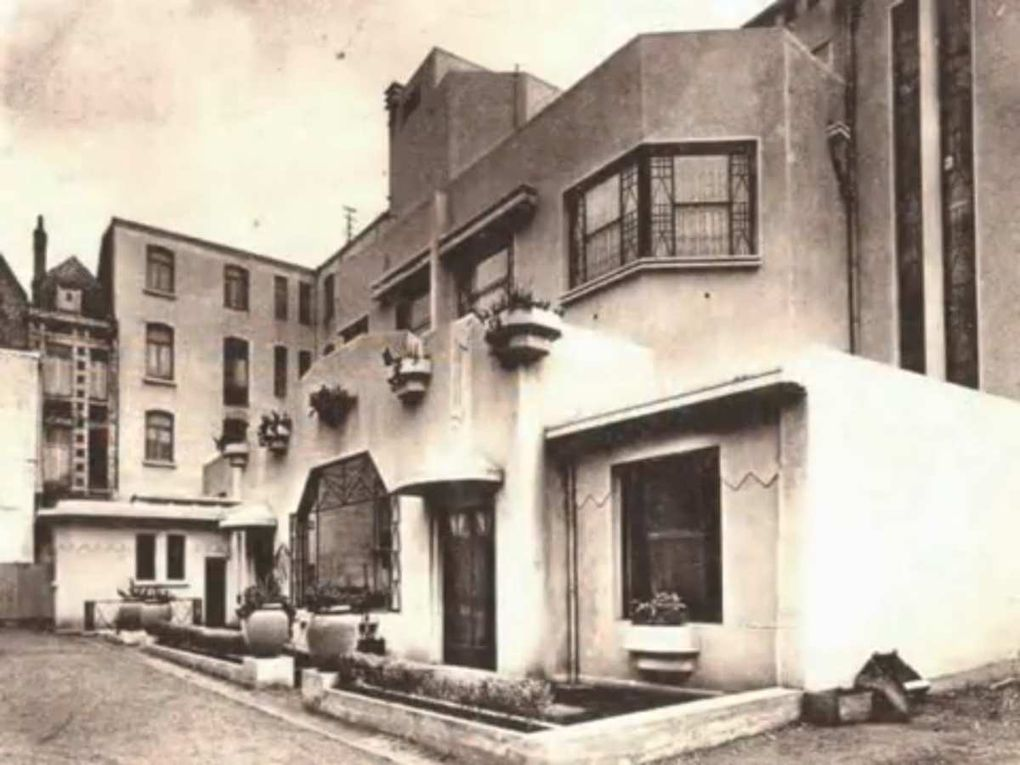 27 rue Gambetta, hôtel du Commerce. Perrée, Legrand, Sallou, architectes, 1928 - Cartes postales : collection privée.