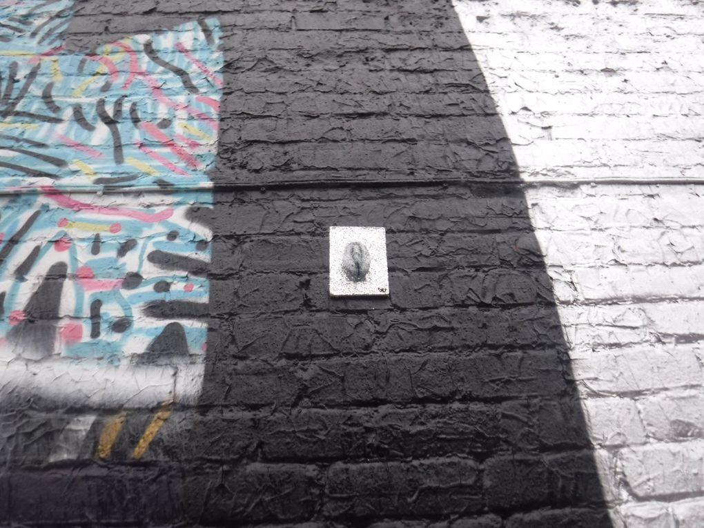 À Montréal, les vulves pailletées, colorées ou toutes simples de Vulvette Underground se donnent rendez-vous sur les murs... Parfois même à côté d'autres créations d'artistes comme celles d'Origami Explorateur.