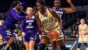 NCAA : les Yellow Jackets remportent le derby de Georgie face aux Lady Bulldogs
