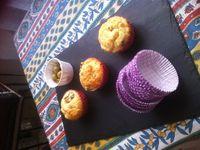 Muffins salés aux olives vertes emmental poivre noir .