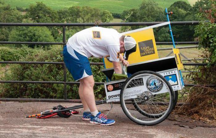 Il britannico Kevin Carr di corsa attorno al Mondo: 16.000 miglia in 19 mesi (621 giorni e 36 milioni di passi). Da barman a recordman
