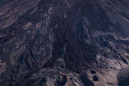 En attendant la troisième éruption de l'année 2020  Voici le Cratère Rivals formée lors d'une éruption en 1937 fissuré par l'éruption du 27 avril au 1 juin 2018
