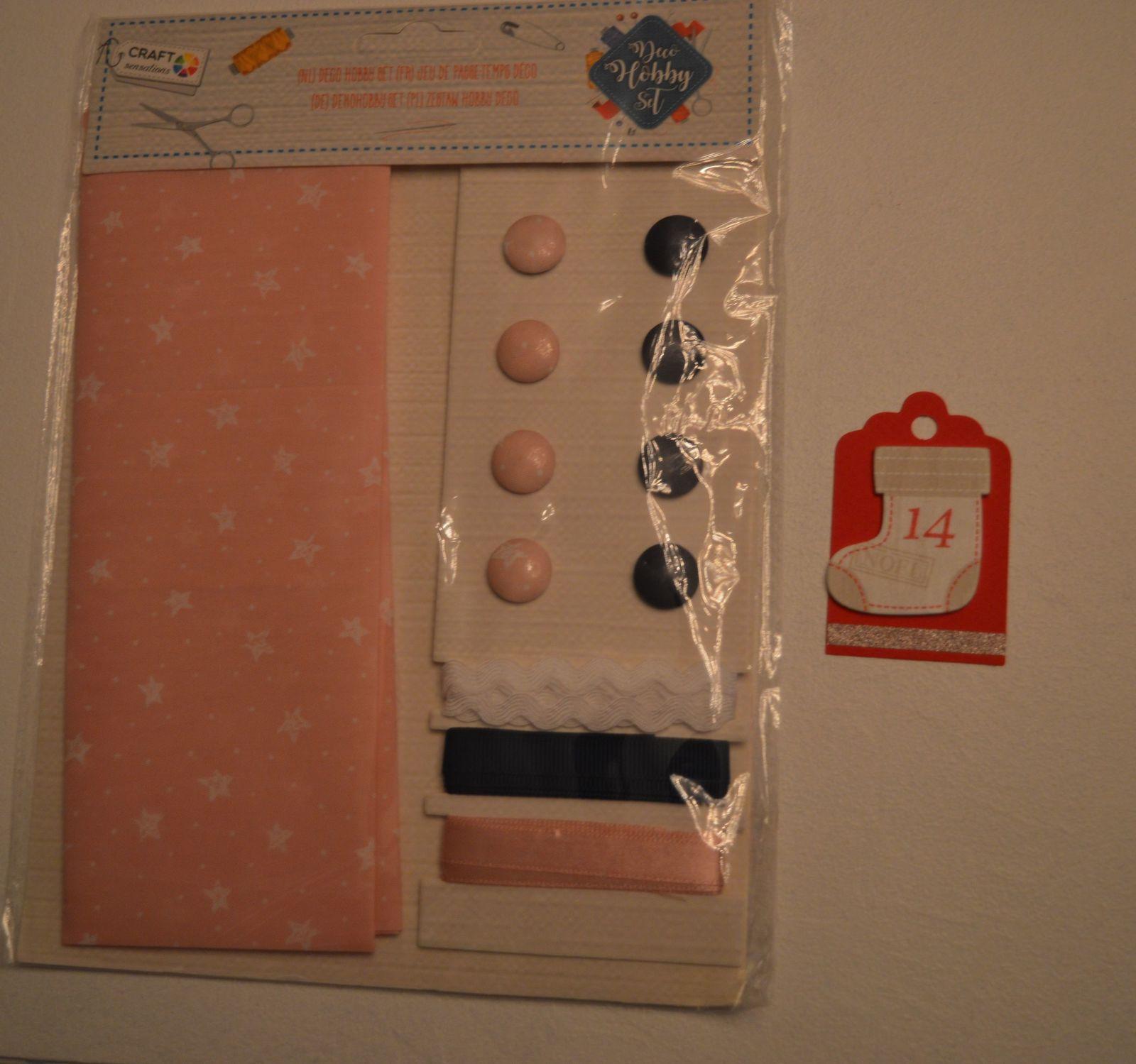 un kit tissu/rubans/boutons