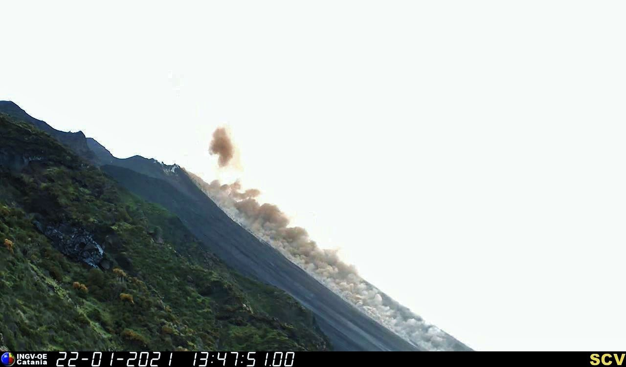 Stromboli - lava overflow and flow in Sciarra del fuoco on 01.22.2021 - INGV webcam images