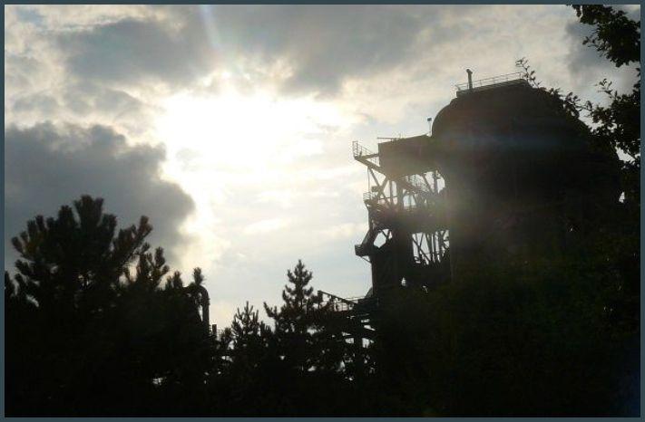 Contre jour sur le site industriel de Landschaftspark Duisburg-Nord