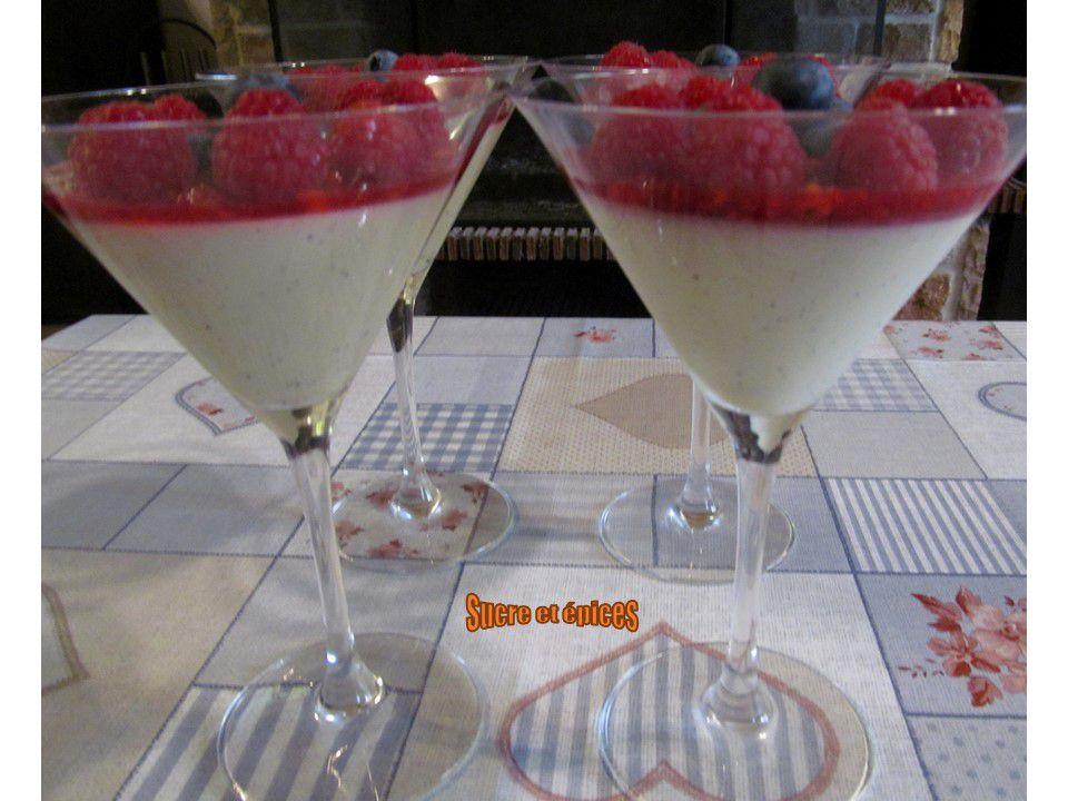 Panna cotta aux fruits rouges et chocolat blanc - Recette en vidéo