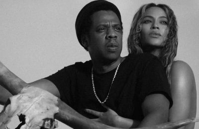 Beyoncé et Jay-Z au musée avec le clip de APES**T