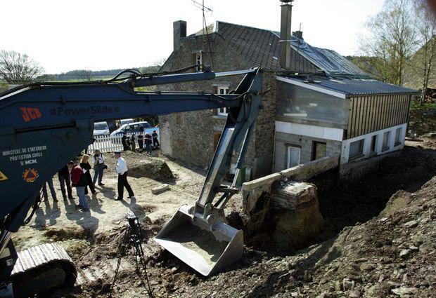 La maison belge de Sart-Custinne, en avril 2005. Les fouilles resteront infructueuses © ALAIN JULIEN / AFP
