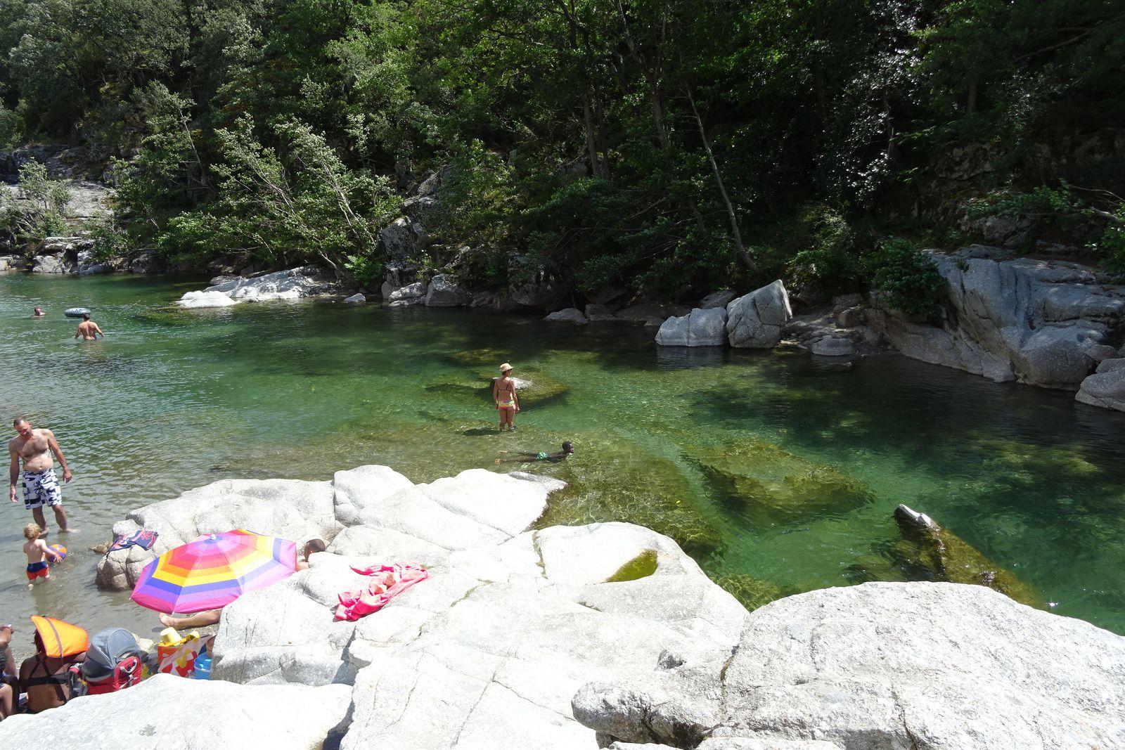Hier nous sommes allés nous baigner en rivière à Mialet.