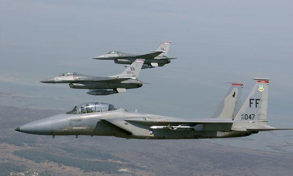 Deux F-16 et deux F-15 ont intercepté un avion de tourisme avant qu'il ne s'abîme en mer