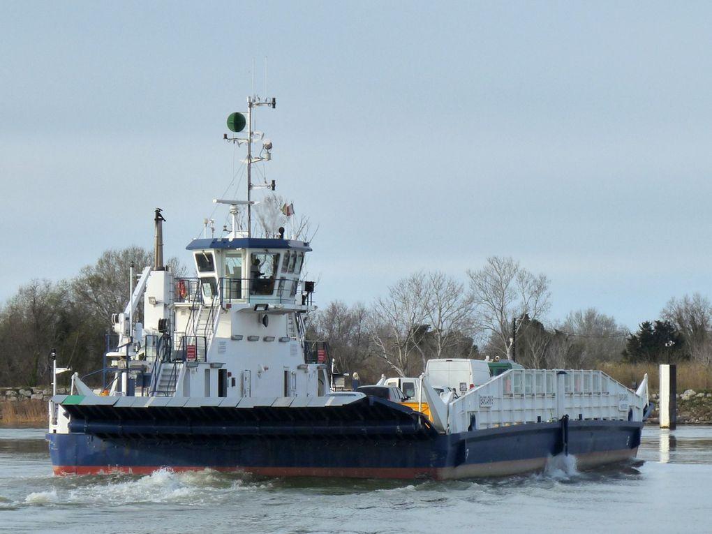 BARCARIN 5 , bac pour la traversée du Rhone entre Port Saint Louis du Rhone et les salins de Giraud