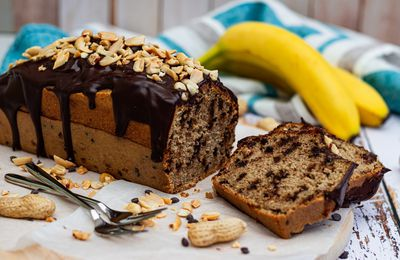 Banana bread au beurre de cacahuète et chocolat