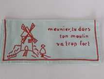 Adorable range serviette brodé Moulin Vintage