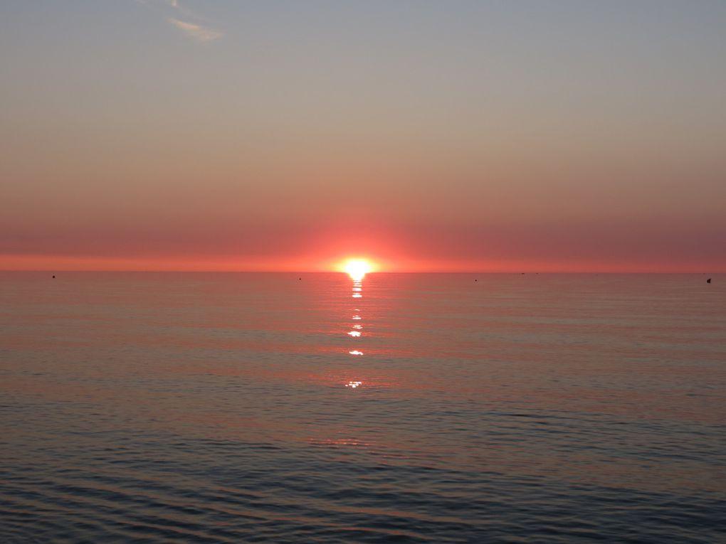 Lever de soleil sur la Mer Méditerranée, à Canet Plage, le 9 août 2014. Photos: EmMa, M. et Em. presse