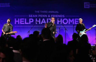 U2 -3e édition annuelle de Sean Penn & Friends Help Haiti Home -Beverly Hills -11/01/2014