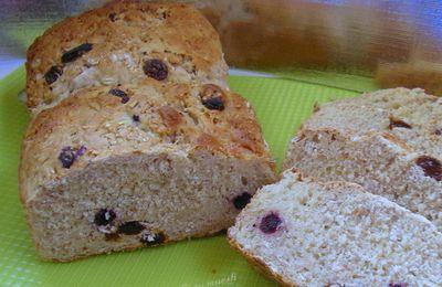 pain brioché au muesli canneberge/ goji/ myrtilles et muesli noisettes/ raisins/ seigle complet blé