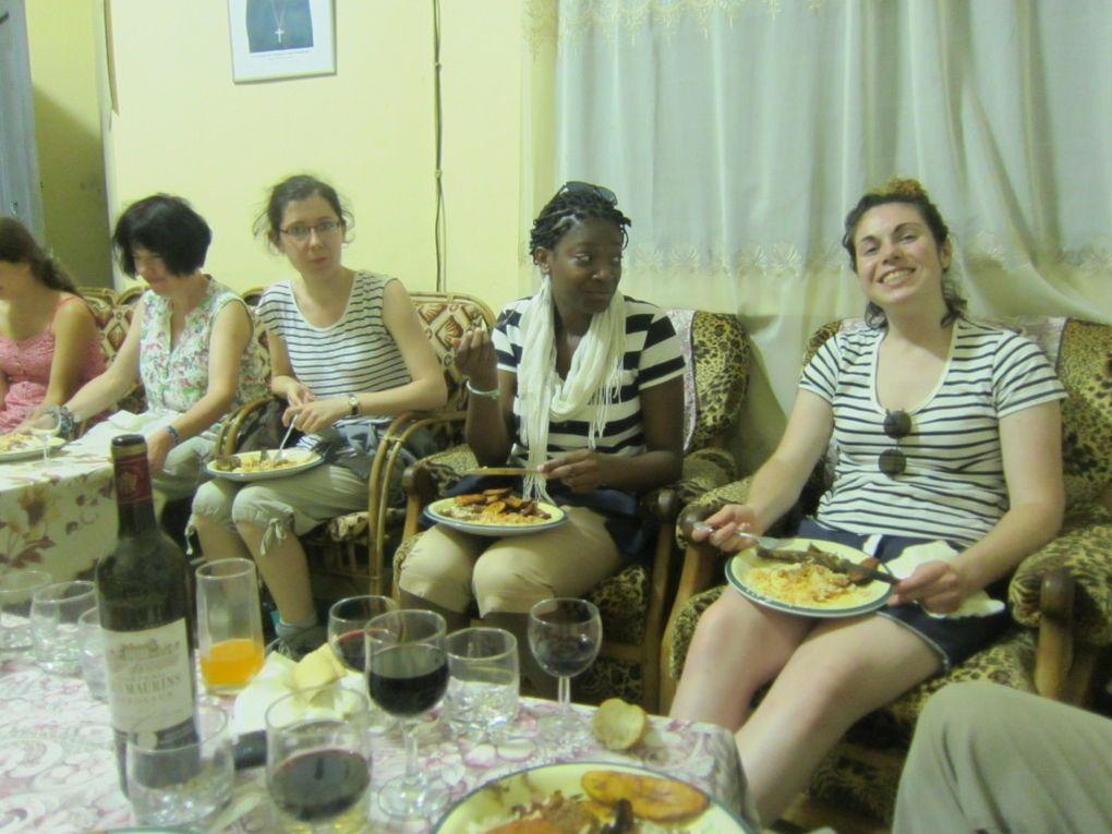 Voici qq photos du début de notre voyage missionnaire, le départ de Bois Guillaume, l'arrivée à Roissy Charles de Gaulle, le voyage en avion et l'atterrissage à DOUALA le 14 juillet . Puis la 1ère visite en immersion là où travaille Sabine NO
