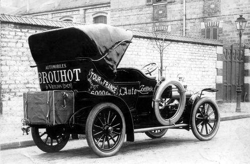 Tour de France à Vierzon en 2021 : la première voiture suiveuse était une Brouhot !