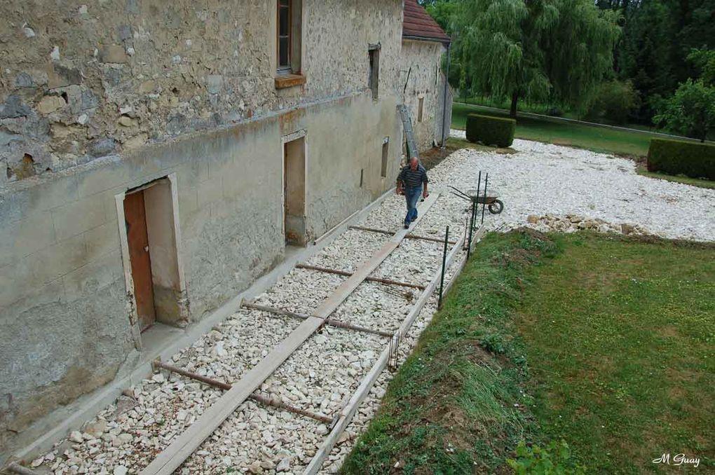 """Commencé surtout depuis 2004, des vues des différents travaux effectués à l'extérieur comme à l'intérieur. Futur gîte rural """"gîte de France"""" à 3 épis, 6 personnes et plus."""