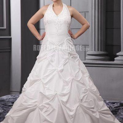 Essayer la robe de mariée grande taille avec confiance