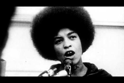 """What does it mean to be a criminal in this society ?"""" - Free Angela Davis, documentaire - Trailer"""