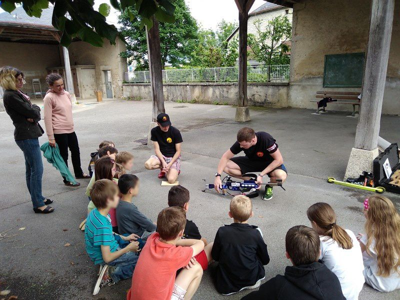 Initiation biathlon à l'école de Corcelles.