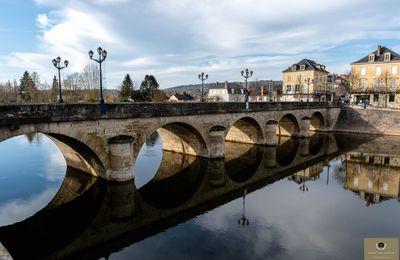 Terrasson en Dordogne, la cité médiévale, l'église et ses belles échoppes
