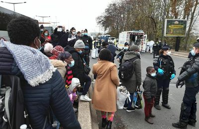 MIGRANTS / La question des migrants afghans et syriens de Saint-Denis à La Place de la République