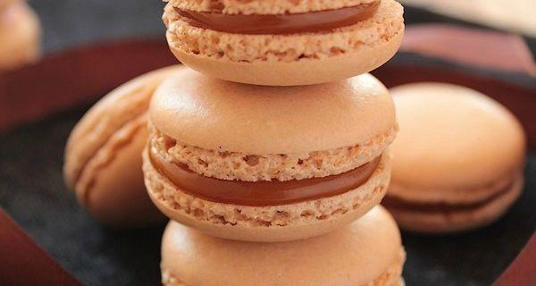 Macarons au Caramel au Beurre Salé {Meringue Italienne}