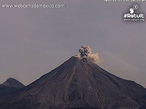 Colima - the explosions at 8:22, 9:00 and 10:12 a.m.- WebcamsdeMexico pictures - a click to enlarge
