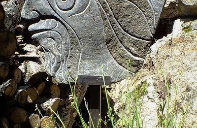 Sculpture et phonolythe.