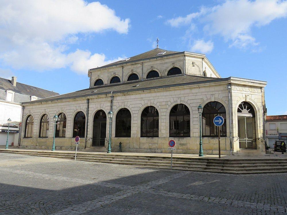 SAINT JEAN D'ANGELY Petite ville possédant un riche patrimoine chargé d'histoire