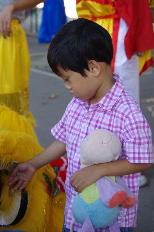 fête de la mi-automne des enfants.  Photos réalisées par Phan Xuan Dung, Hai Lê Hoang, Sophie Moquay et Pierre Lehoux.  L'association les remercie chaleuresement.