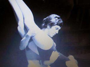 Seul son âge trop avancé (20 ans) empêche Bernard Giraudeau d'entamer une carrière de danseur professionnel. En revanche il orientera ses frères vers le même parcours. L'un deux, Philippe deviendra chorégraphe à Londres.