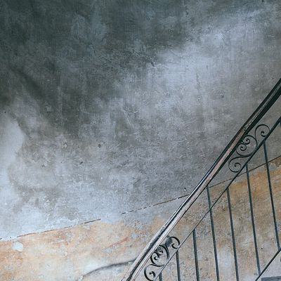 Déjà dans l'escalier