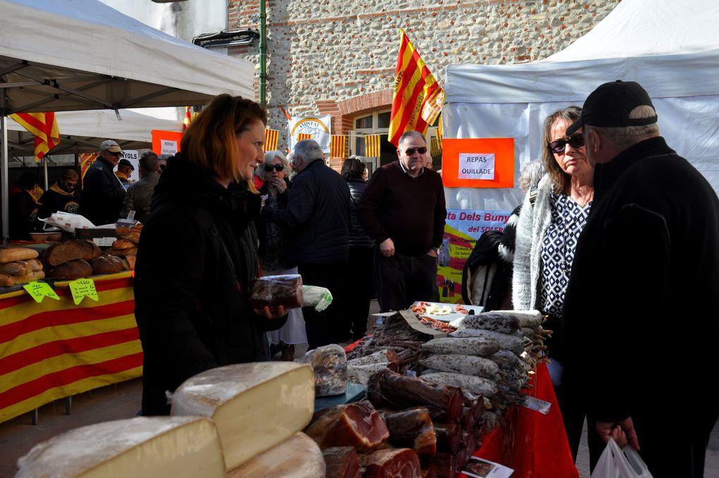 Les produits de la Ferme Karadoc avec deux stands un dedans et une dehors.