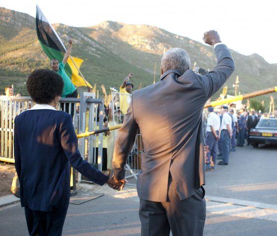 Mandela : Un long chemin vers la liberté (2013) (BANDE ANNONCE VF et VOST) avec Idris Elba et Naomie Harris