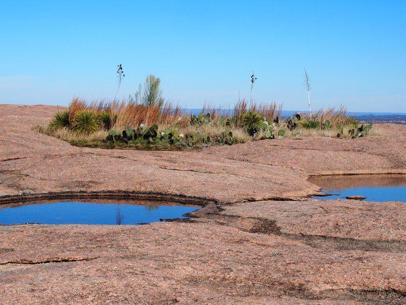 A trente kilomètres au Nord de Fredericksburg le site des roches enchantées.