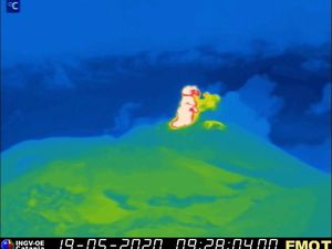 Etna SEC - Strombolian activity from 18 and 19 May 2020 - Cam.therm EMOT / INGV OE - one click to enlarge