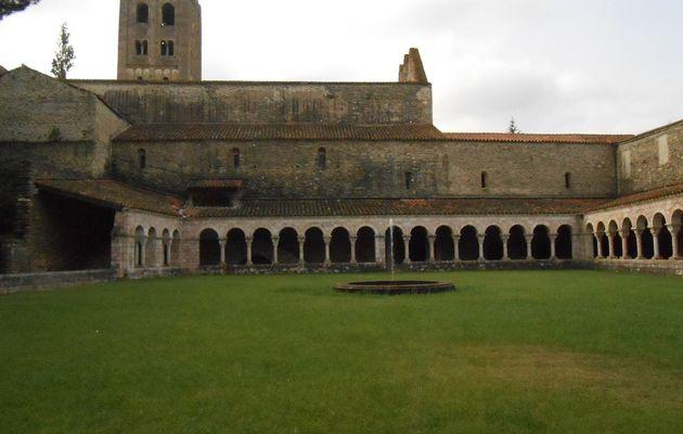 Un jour, une oeuve (578) : Saint-Michel-de-Cuxa, église vue du cloître