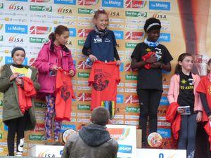 Le maillot jaune sur le podium d'Allonnes. Bravo Lola !!