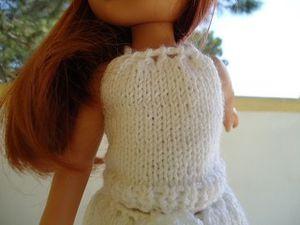 Top blanc, jupe et casquette pour poupée chéries de corolle