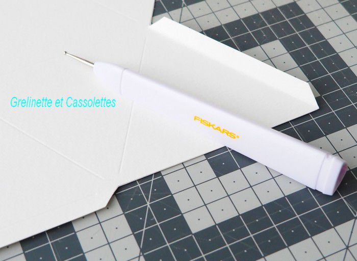 Mobile de losanges blancs diaphanes avec le Paper Gems Jewel Fiskars