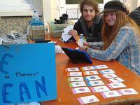 Le jeu des 7 familles, que l'on peut regarder à travers la tablette pour voir le plancton en réalité augmentée, et des documents pour en apprendre davantage !
