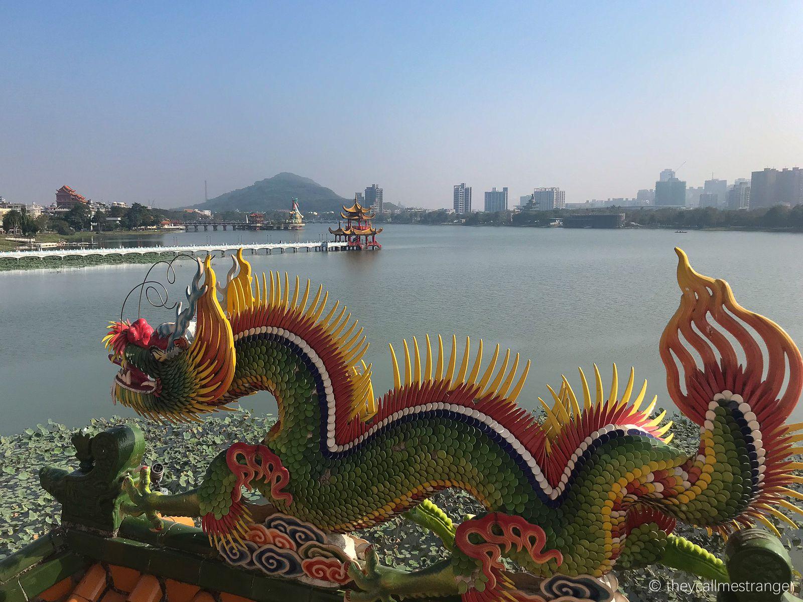 Le lac lotus 蓮池潭 et ses temples très colorés, Kaohsiung 高雄