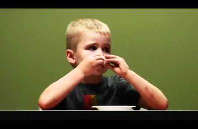 Leçon de sadisme à l'égard des enfants gourmands