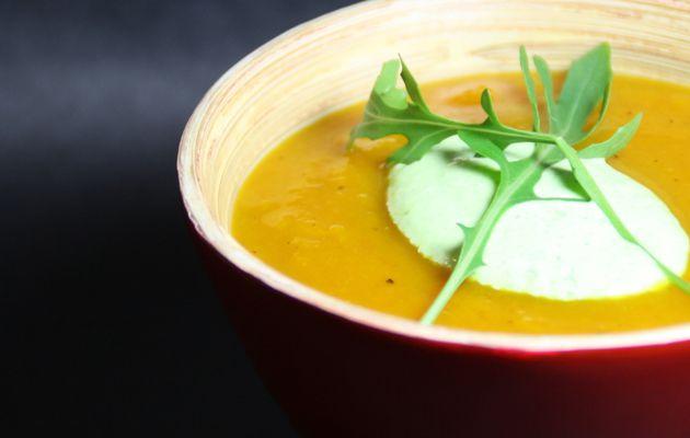 Velouté de Potimarron au Curry & Crème de Roquette