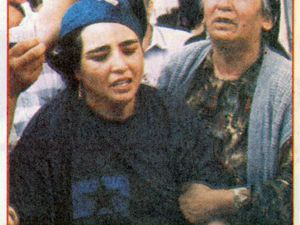 A gauche, photo Önder Susoglu, Milliyet, 26 juin 1996. A droite, photo non signée, Sabah, 9 août 1996