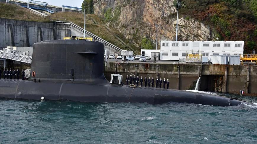 Le sous-marin Le Terrible transféré à Brest pour son grand carénage